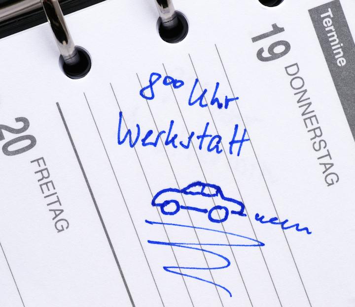 Kontrolle beim TÜV   © panthermedia.net /Randolf Berold