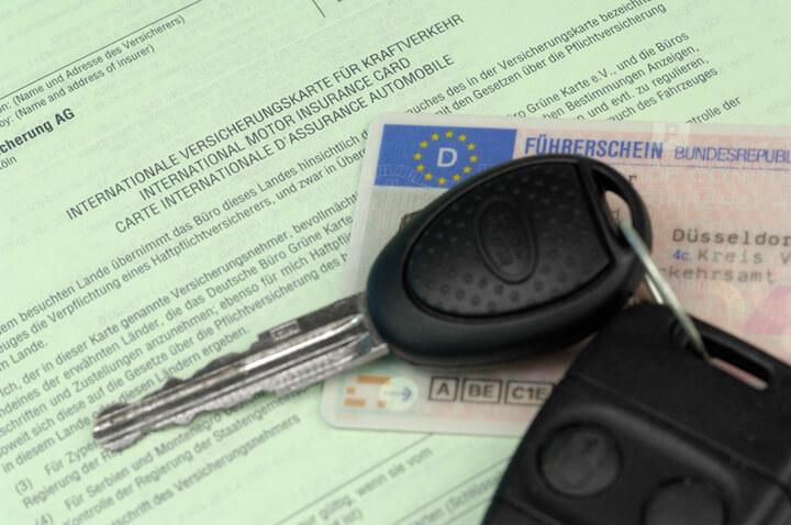 Kosten bei der Kfz-Versicherung für Fahranfaenger sparen | © panthermedia.net / Harald Richter
