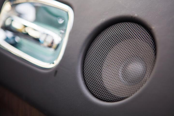 Lautsprechersystem im Auto | © panthermedia.net / bizoon